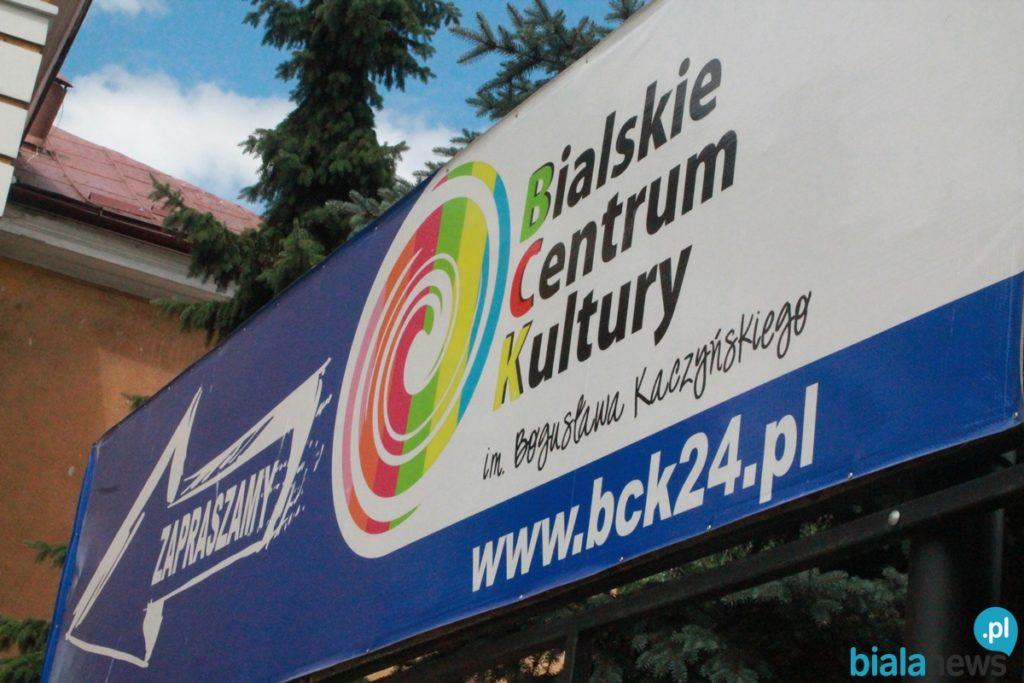 """BCK zaprasza na koncert on-line """"Okruchy tamtych dni, piosenki minionych dekad"""""""