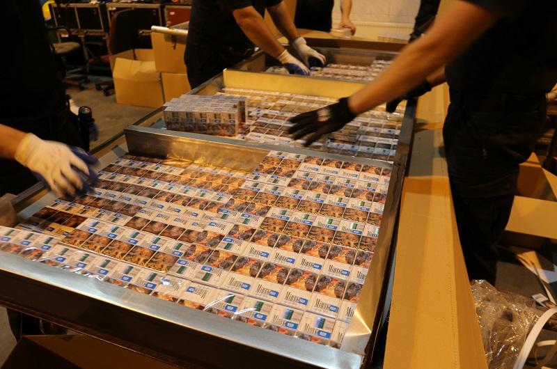 Rekordowy przemyt – KAS zatrzymała blisko pół miliona paczek papierosów