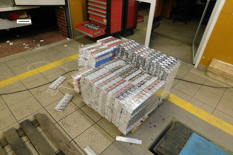 Próbował przemycić ponad 5 tys. paczek papierosów