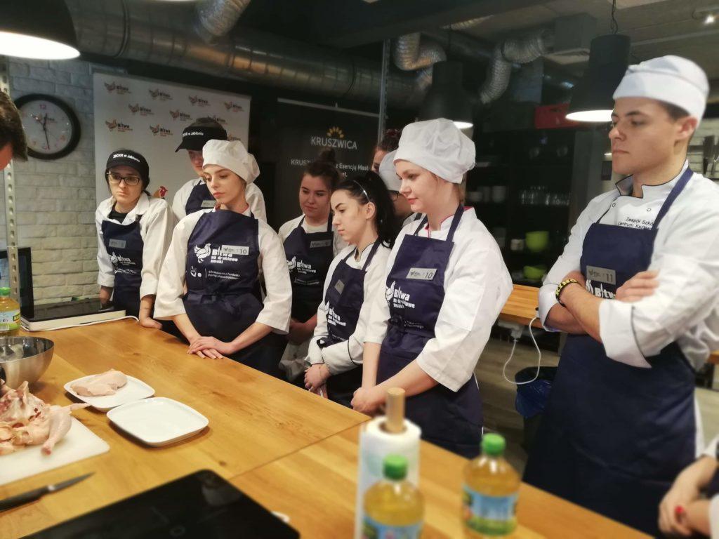 Uczennice ZSCKR w Leśnej Podlaskiej w finale regionalnego konkursu gastronomicznego