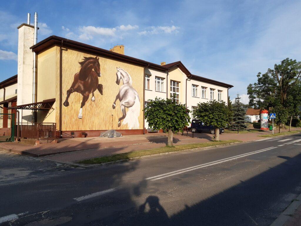 W Janowie Podlaskim powstał mural na cześć prof. Ludwika Maciąga
