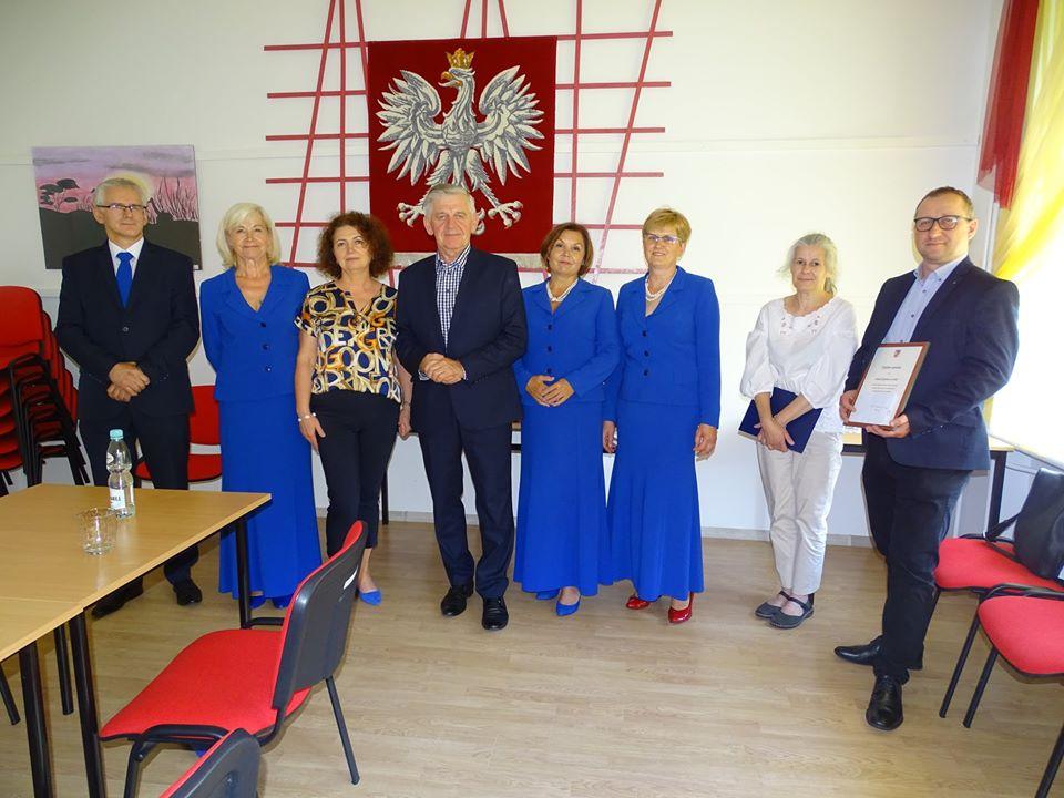"""Zespół """"Śpiewam, bo lubię"""" otrzymał Nagrodę Powiatu Bialskiego w dziedzinie kultury"""