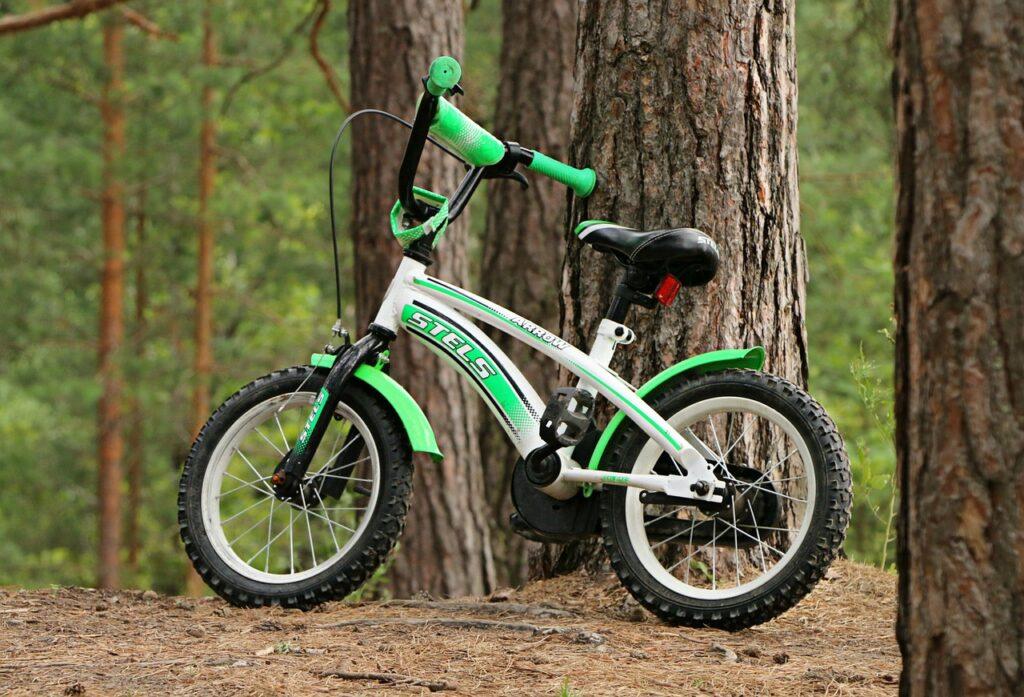 Naprawi stare rowery i przekaże je do domów dziecka