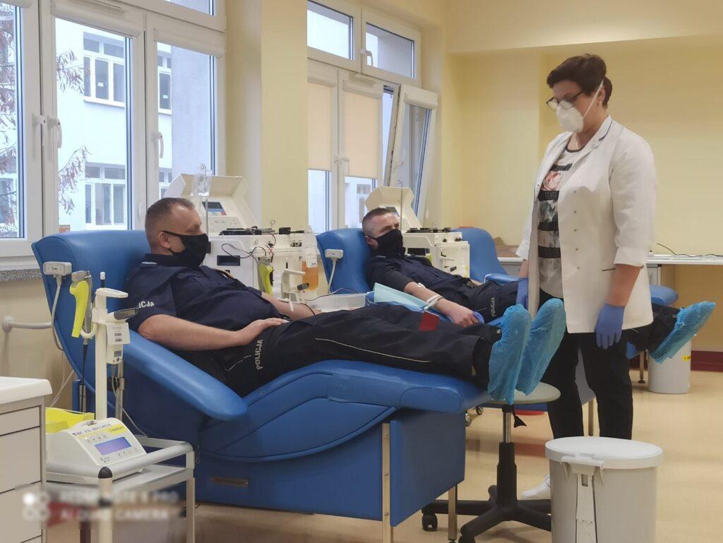 Policjanci z Międzyrzeca oddali osocze dla chorych na COVID-19