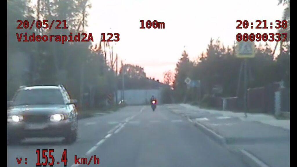 """Ponad 150km/h w terenie zabudowanym. Działania """"Bezpieczny jednoślad"""" bialskiej drogówki"""