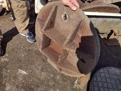 Pokrywy od studzienek i żeliwne rury skradzione z terenu Białej Podlaskiej