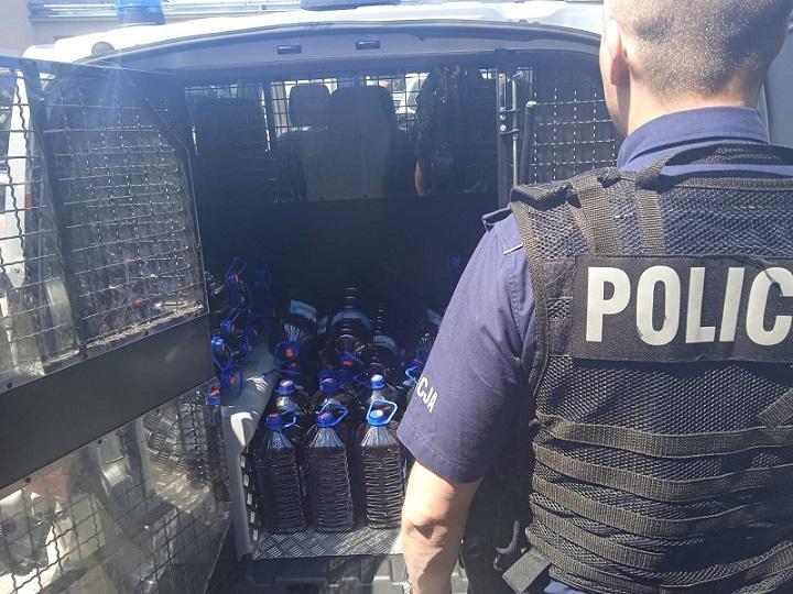 Kilkaset litrów nielegalnie produkowanego alkoholu na jednej z bialskich posesji